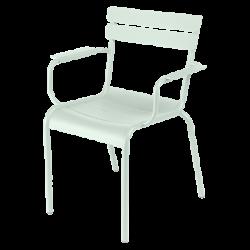 Stapelbarer Stuhl mit Armlehne Luxembourg aus Aluminium von Fermob in Minze