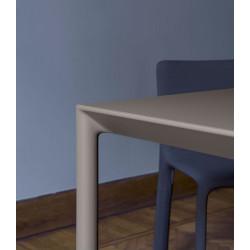 Detailaufnahme des ausziehbaren Tisch Maki von Kristalia mit 80cm Breite