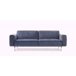 frontale Aufnahme des Sofa Melloo von Pode in blau