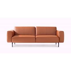 Frontansicht des Sofa Melloo von Pode in rostrot