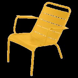Wetterfester tiefer Sessel Luxembourg aus Aluminium von Fermob in Honig