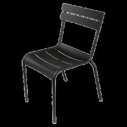 Stapelbarer Stuhl Luxembourg aus Aluminium von Fermob in Lakritze